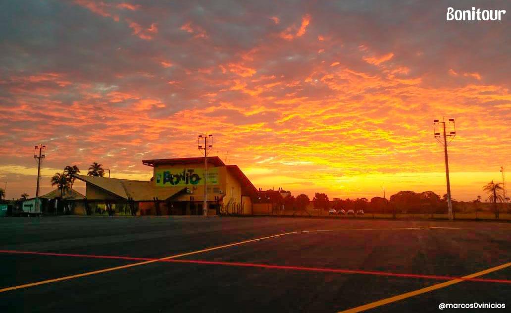 aeroporto-fim-de-tarde-por-do-sol