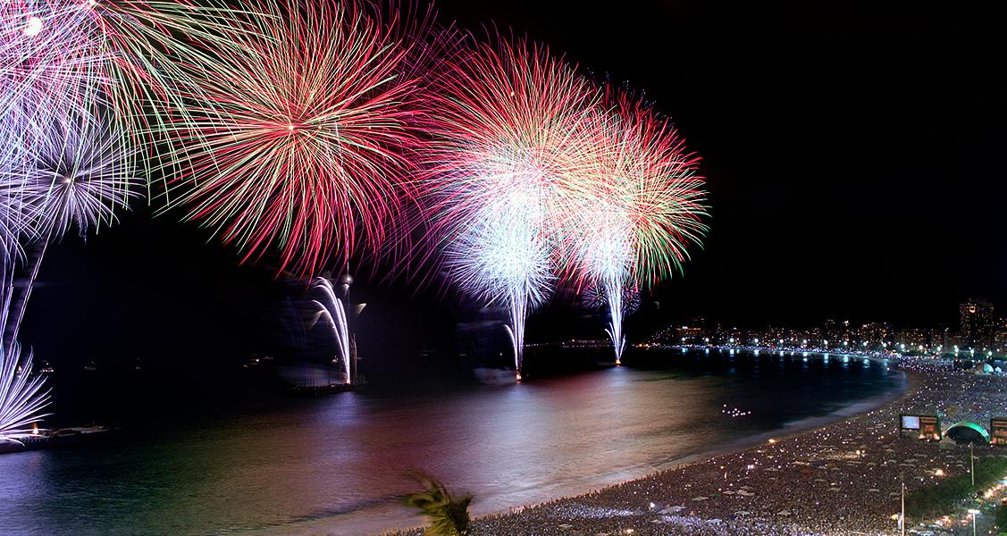 Fogos-de-artifício-no-Ano-Novo-do-Rio-de-Janeiro