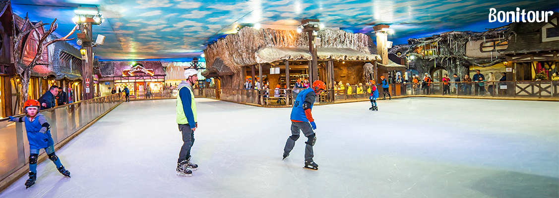 Pessoas-patinando-no-Parque-Snowland-em-Gramado-RS-Serra-Gaúcha