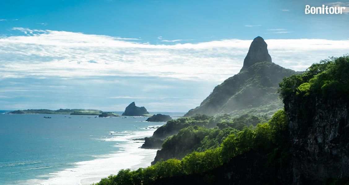 Praia-do-Sancho-vista-do-Alvorecer-dos-Golfinhos