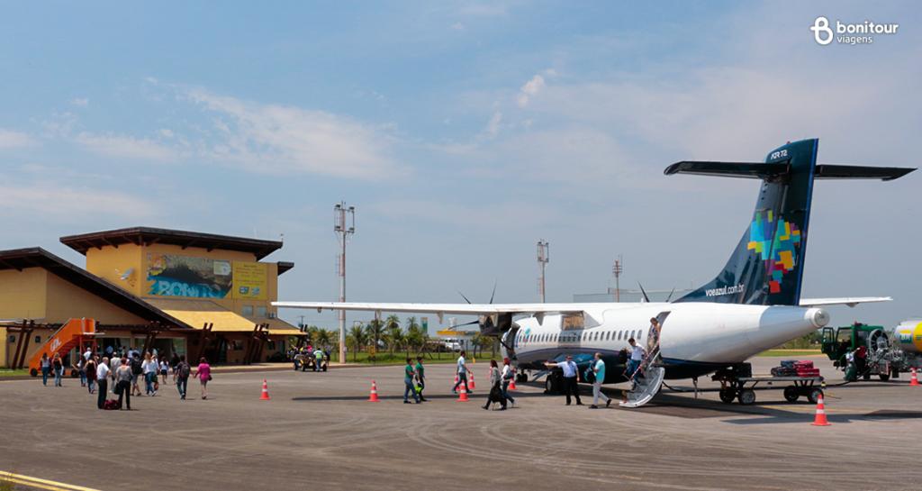 Pessoas-aguardando-seu-voo-no-aeroporto