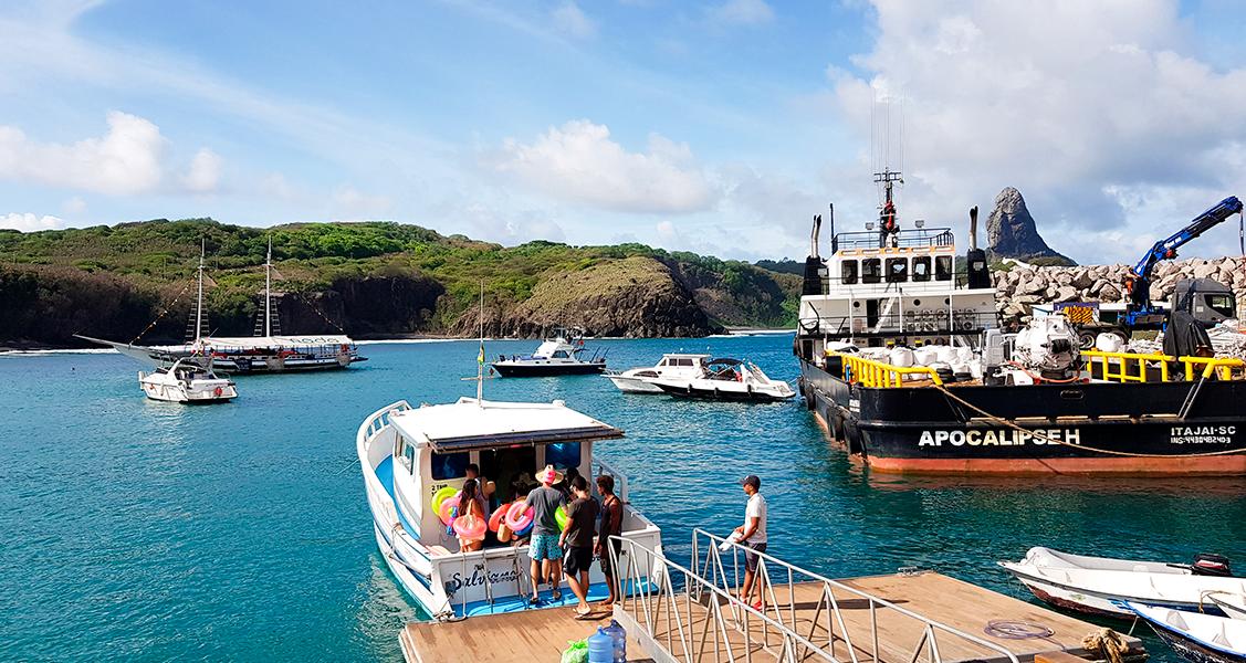 Embarque-para-o-passeio-no-Ilha-Tour-em-Fernando-de-Noronha