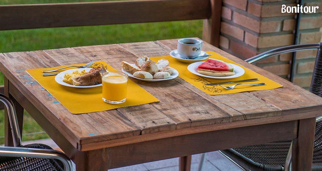 Café-da-manhã-na-Pousada-Gira-Sol
