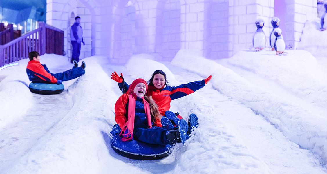 pessoas-se-divertindo-no-snowland