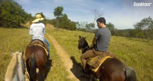 Passeio-a-cavalo-na-Estância-Mimosa