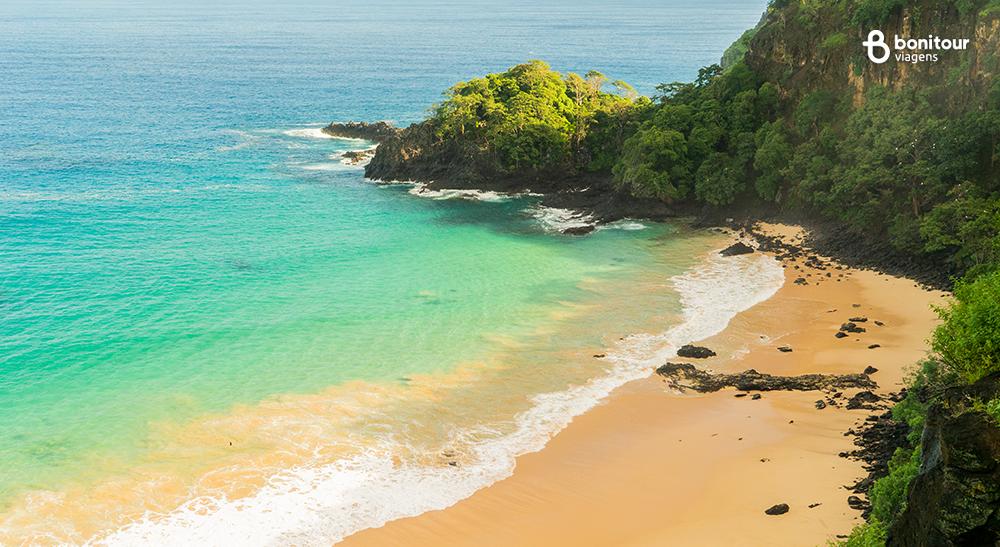 Conheça as praias de Fernando de Noronha