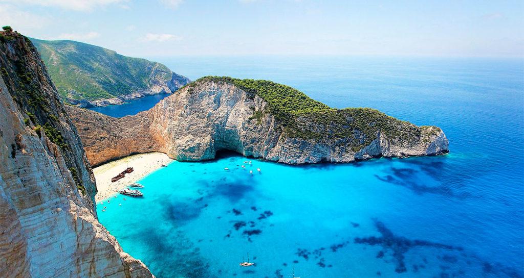 10-destinos-paradisiacos-Navagio