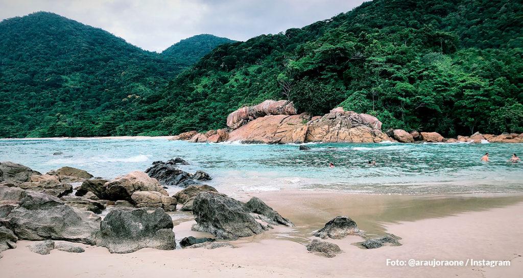Praia do Meio na Vila de Trindade